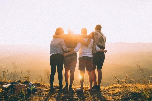 cara move on dari gebetan - curhat ke teman
