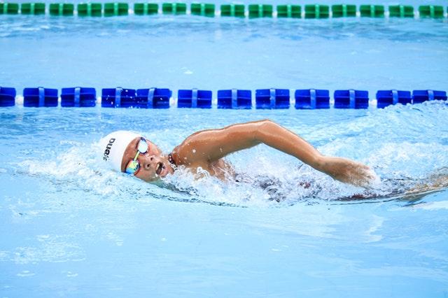 olahraga mengecilkan lengan - berenang