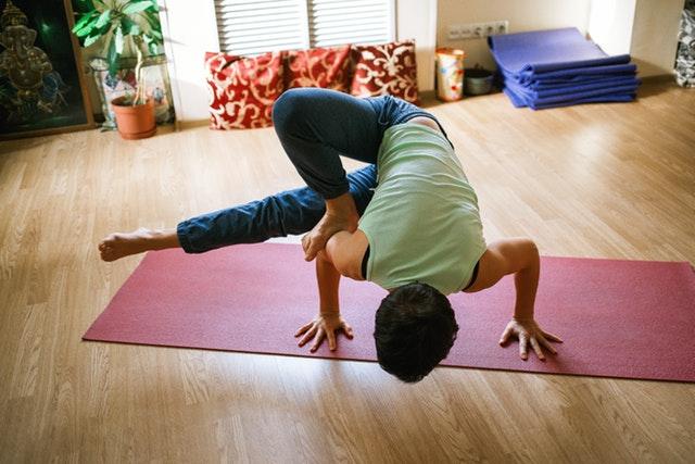 olahraga mengecilkan lengan - yoga