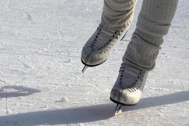 olahraga mengecilkan paha - ice skating