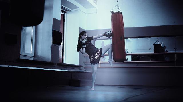olahraga mengecilkan paha - kickboxing