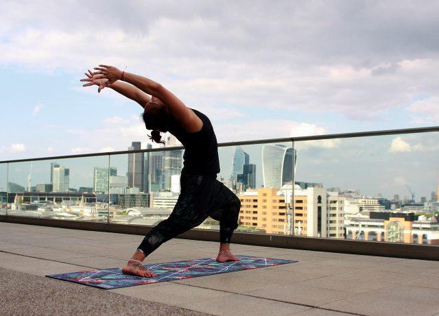 Cara Menghilangkan Stres Pikiran - Ikut Kelas Yoga
