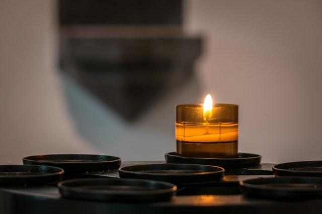 Cara Menghilangkan Stres Pikiran - Nyalakan Lilin Aromatherapy