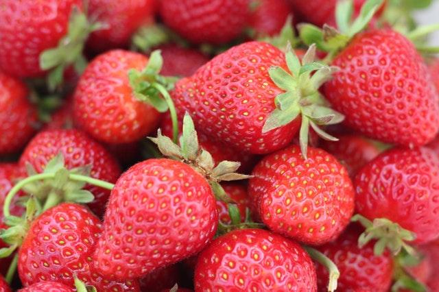 Makanan Berserat Tinggi - Strawberry