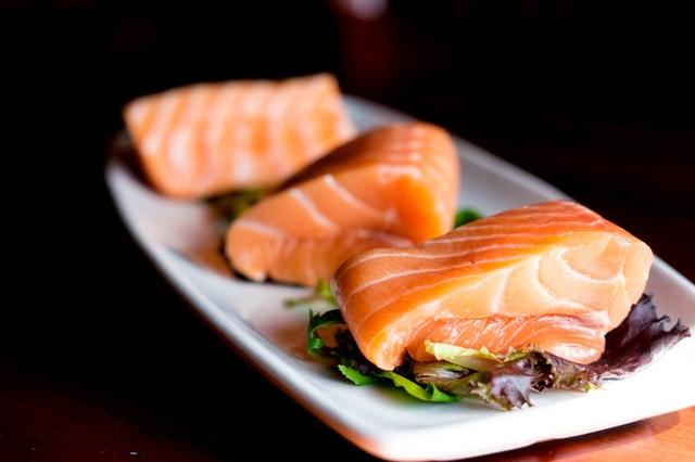 makanan penurun kolesterol - ikan salmon
