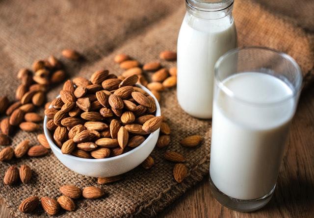 makanan penurun kolesterol - kacang almond