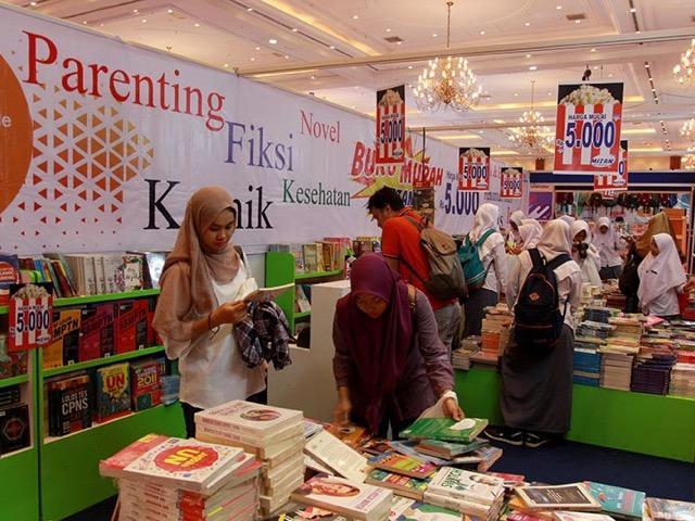 beli buku murah di pameran buku