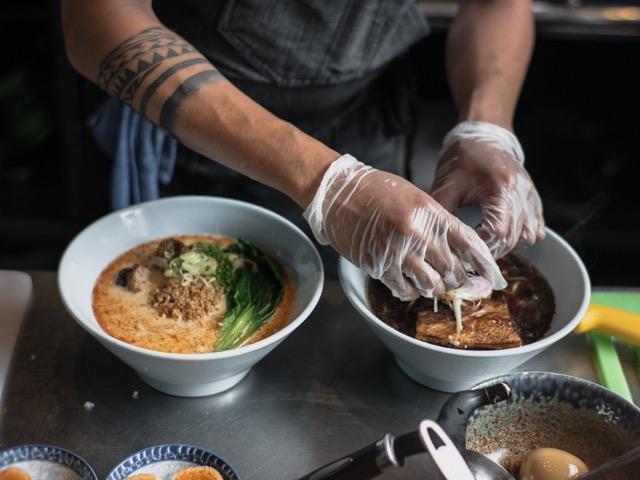 membuat mie ramen