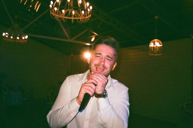 Cara Mengatasi Stres dengan Karaoke