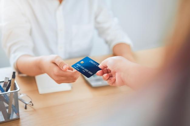 jangan meminjamkan kartu kredit