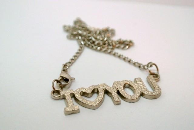 perhiasan valentine