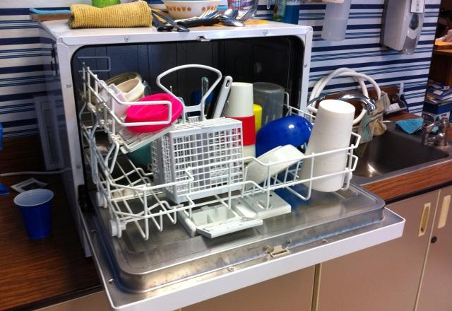cuci bersih alat dapur