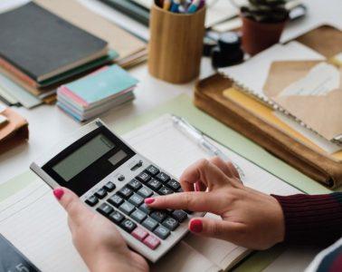 cara mengatur keuangan bulanan