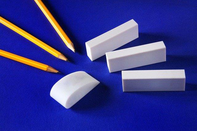 peralatan sekolah - pensil dan penghapus