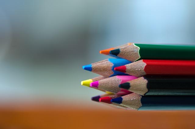 peralatan sekolah - pensil warna